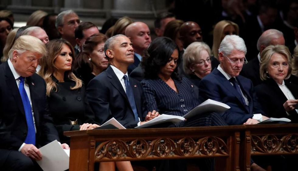 El presidente de Estados Unidos, Donald Trump, y Barack Obama se dieron la mano al comienzo del funeral de George H. W. Bush, pero no hubo ninguna interacción entre el jefe de Estado y Hillary Clinton. (Foto: EFE)
