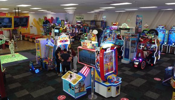 Chuck E. Cheese ahora también está atendiendo en Ate. Ofrece comida, juegos y entretenimiento para toda la familia.