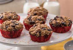 Los imperdibles muffins de avena, plátano y chispas de chocolate | VIDEO