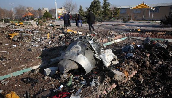 Fotografía de archivo del 8 de enero de 2020, que muestra uno de los motores del avión Boeing 737 de la compañía Ukraine International Airlines que se estrelló cerca del aeropuerto Imám Jomeiní en Teherán. (Foto: AFP)