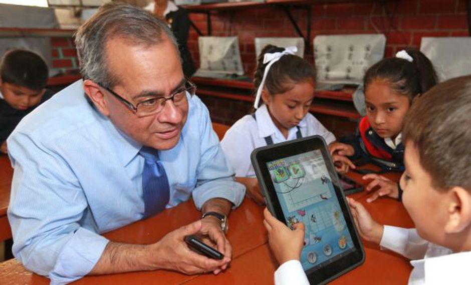 Jaime Saavedra consideró que tantos los padres como la escuela deben brindar educación sexual a los menores.