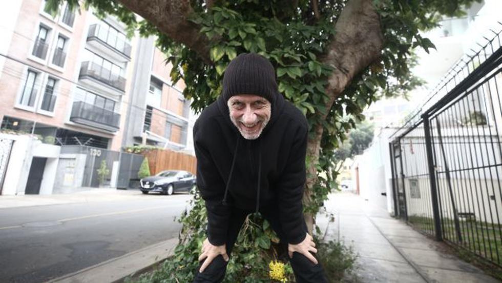 A gozar sabroso. Miki González, con 66 años encima, no pierde su esencia. (César Campos).