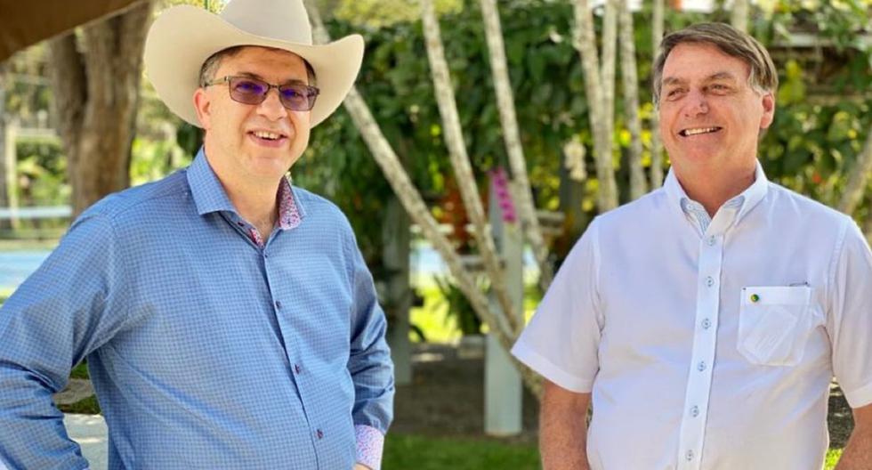 A diferencia de Jair Bolsonaro (derecha), Chapman no ha presentado síntomas de enfermedad alguna, pero pasará preventivamente por exámenes. (Foto: Twitter - @USAmbBR).