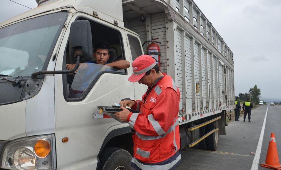 Durante el primer semestre del presente año fiscalizadores de la Sutran impusieron 2 154 papeletas. (Andina)