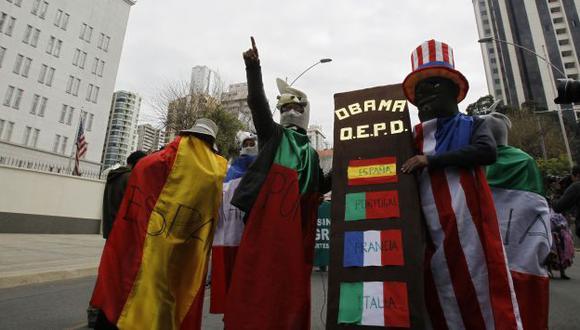 PROTESTAS. En Bolivia mostraron su disconformidad por el espionaje de EE.UU. y el maltrato a Evo. (Reuters)