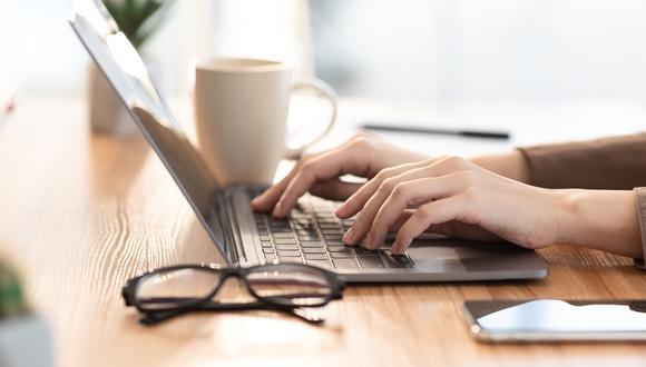 Muchos ejecutivos siguen cometiendo el error de creer que al adquirir tecnología avanzada sus organizaciones se están transformando digitalmente, pero esta no es una solución definitiva, solo un habilitador, asegura, Juan José de la Torre, socio de la consultora Virtus Partners.  (Foto: iStock)