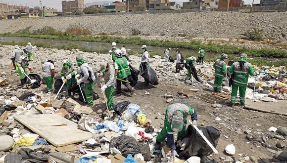 Participaron más de 70 trabajadores de limpieza, provistos de los implementos necesarios para el recojo de basura.