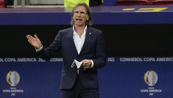 Ricardo Gareca dirigió su partido 80 con la Selección Peruana ante Colombia. (Foto: AP)