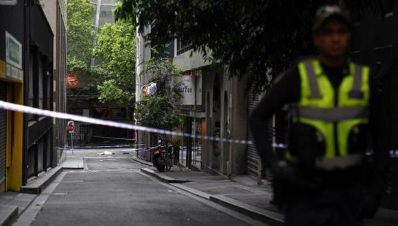 Las autoridades hallaron el cuerpo de una persona cerca de un taxi abandonado, mientras un chico y una mujer han sido trasladados a un hospital con heridas de arma blanca. (Foto: AFP)