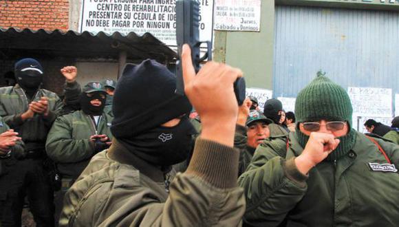 Policías están en huelga por quinto día consecutivo. (La Razón-Bolivia)