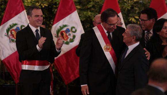 El saliente titular de la PCM, César Villanueva, saludó al presidente Martín Vizcarra y al nuevo jefe del Gabinete, Salvador del Solar. (Foto: Hugo Pérez / GEC)