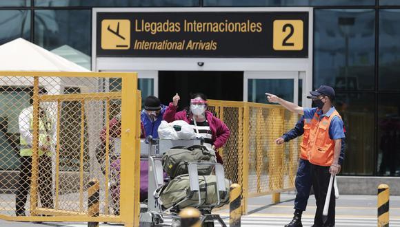 La oficina de Migraciones atiende en diferentes puntos, entre los que figura el aeropuerto Jorge Chávez . (Foto: Leandro Britto / GEC)