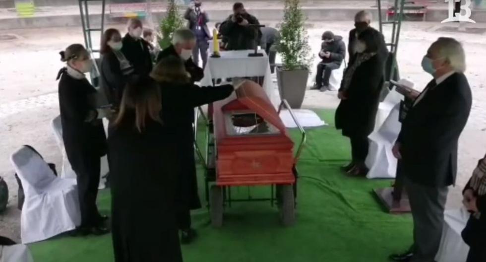 Polémica en Chile por funeral de tío del presidente Piñera en plena pandemia. (Foto: Captura canal T13)
