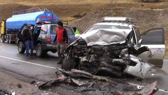 Policía de Carreteras y Bomberos trasladaron a los heridos al hospital de EsSalud. (Foto: Andina)