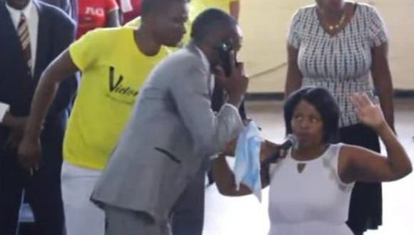 Sanyangore asegura que habla con Dios por su celular para solucionar los problemas de los fieles de su congregación. (Captura)