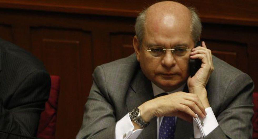 ¿Quién lo escucha? Ministro de Defensa sospecha de funcionarios y proveedores. (Mario Zapata)