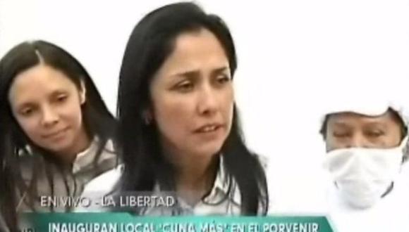 La ministra Mónica Rubio trató de robar cámara cuando declaraba Nadine Heredia. (TV Perú)
