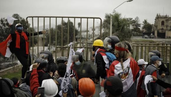 """Simpatizantes de FP se enfrentaron con la Policía y denunciaron """"fraude"""" en las calles (Joel Alonzo/GEC)."""