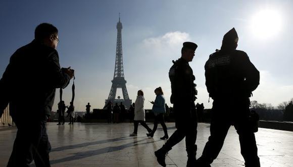 No se sabe cuántos visitantes se quedaron sin poder entrar, aunque sí que se conoce que, de media, ingresan en la simbólica torre unas 25.000 personas diarias. (Foto: EFE)