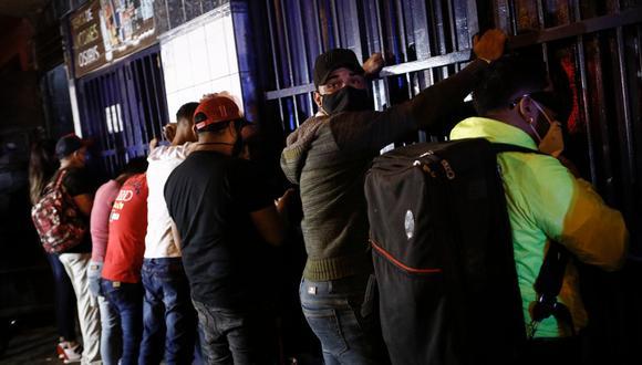 Los detenidos fueron llevados a la comisaría de Sol de Oro. (Foto: Joel Alonzo / @photo.gec)