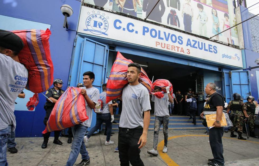 Los sacos contaban con unas 3 mil prendas de vestir falsificadas.(Foto: Andina)