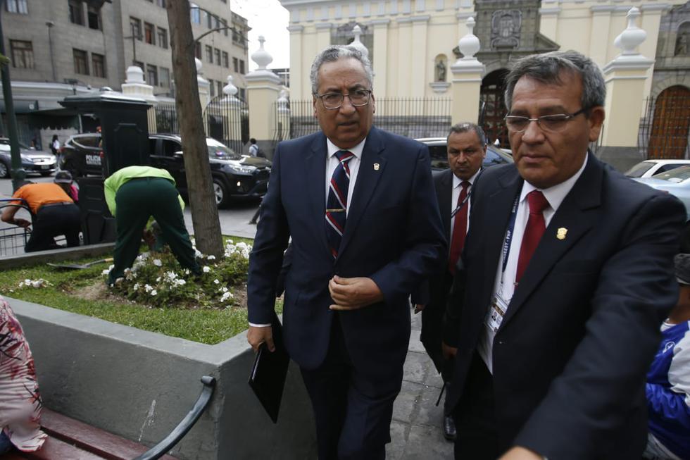 José Luis Lecaros llega a la Defensoría del Pueblo. (Renzo Salazar)