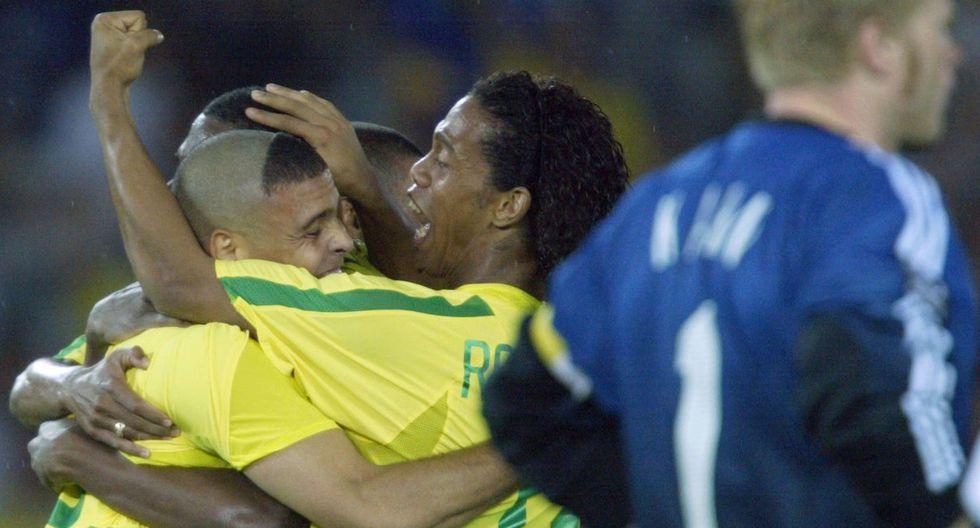 Con dos goles de Ronaldo y bajo la dirección de Luiz Felipe Scolari, Brasil venció 2-0 a Alemania y conquistó su quinto título en una Copa del Mundo de la FIFA. Ronaldinho fue parte de la gesta. (Foto: AFP)
