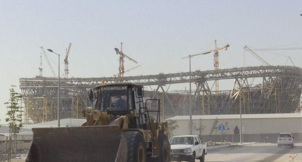 La agencia AFP presenció que las obras de construcción del estadio Lusail, donde se jugará la final del Mundial Qatar 2022, continúan en medio de la pandemia. (Captura: AFP TV)