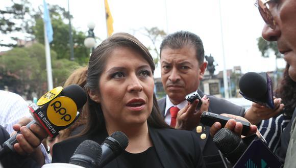 Yeni Vilcatoma también insistió en más preguntas para el referéndum. (Foto: Andina)