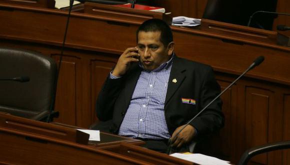 Renuncia decisiva. La salida de Walter Acha podría generar una modificación en las comisiones. (Perú21)