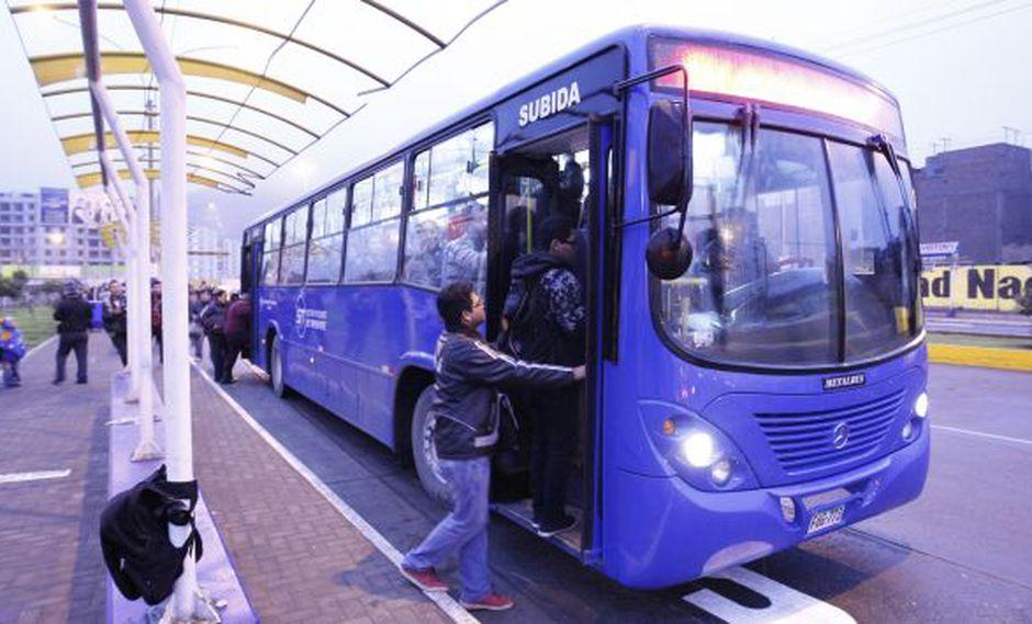 125 buses azules que desde este lunes circularán de manera ininterrumpida. (Luis Gonzales)