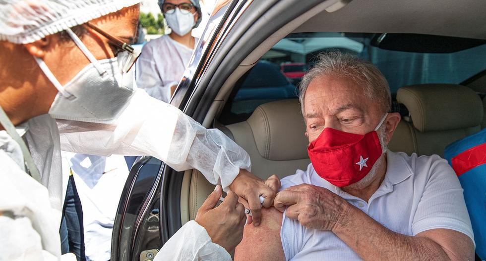 El ex presidente brasileño Lula da Silva recibe una dosis de la vacuna contra el coronavirus CoronaVac, en Sao Bernardo do Campo, cerca de Sao Paulo, Brasil, el 13 de marzo de 2021. (Instituto Lula/Ricardo Stuckert/ REUTERS).