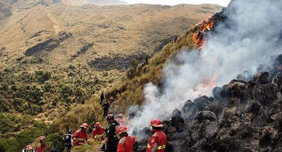 Incendio en el sector de Mayorcco, en el Santuario Nacional de Ampaydestruyó al menos 200 hectáreas de cobertura natural. (Foto: Andina)