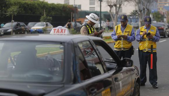 Realizaron operativo para erradicar a taxis colectivos. (David Huamaní)