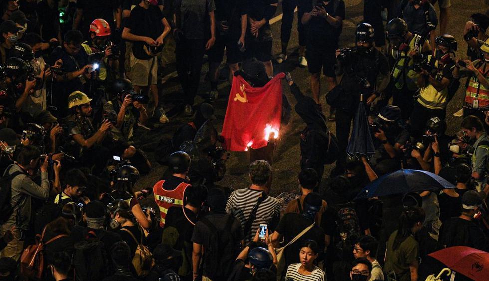 Enfrentamientos en Hong Kong en quinto aniversario de la Revolución de Paraguas. (Foto: AFP)