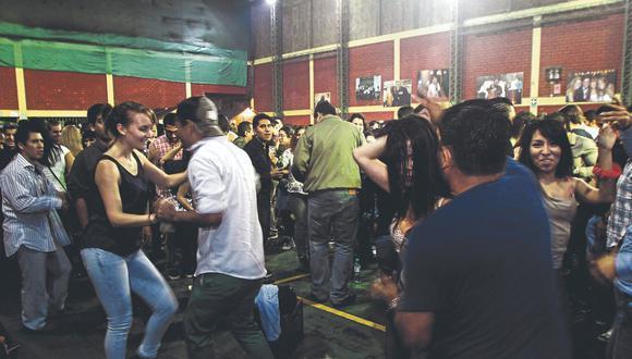 La Descarga en el Barrio, antes del distanciamiento social, reunía presencialmente a los fanáticos de la salsa.