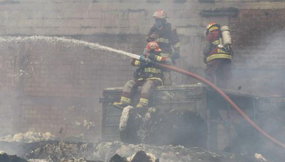 Incendio habría sido originado por delincuentes. (Mario Zapata/Referencial)
