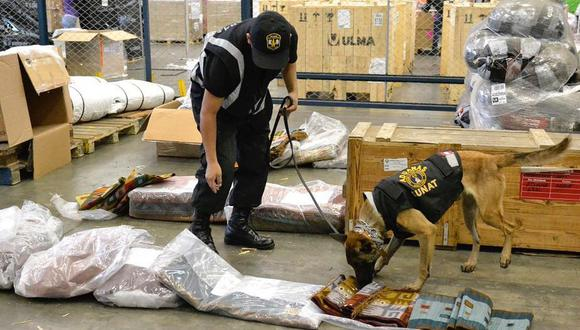 Los canes revisan con su olfato de manera exhaustiva los equipajes y mercancías. (Foto: Difusión)