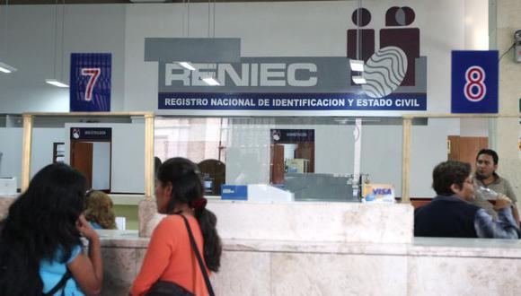 CONTRA EL TIEMPO. Renovación se puede realizar en 21 oficinas. (Heiner Aparicio)