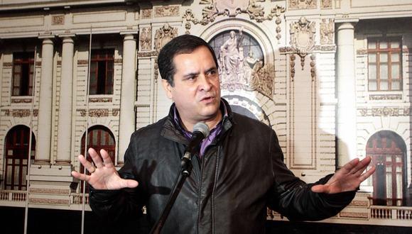 Luis Ibérico adelantó que Carlos Bruce podría solicitar reconsiderar su voto inicial sobre el dictamen. (Foto: GEC)