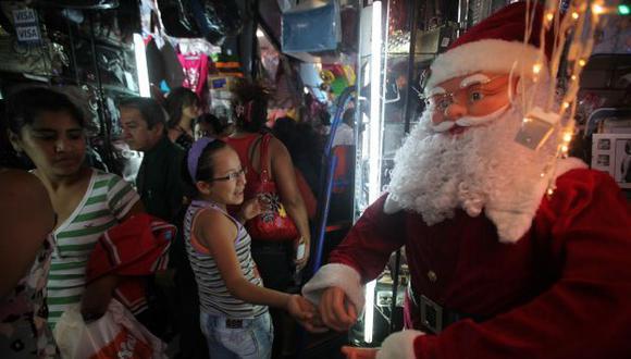 PARA TODOS. Hasta los más pesimistas ceden al encanto navideño. (USI)