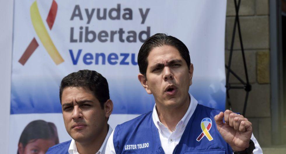 El enviado del autoproclamado presidente interino Juan Guaido, Lester Toledo, habla durante una conferencia de prensa mientras se recibe ayuda humanitaria de Estados Unidos. (Foto: AFP)