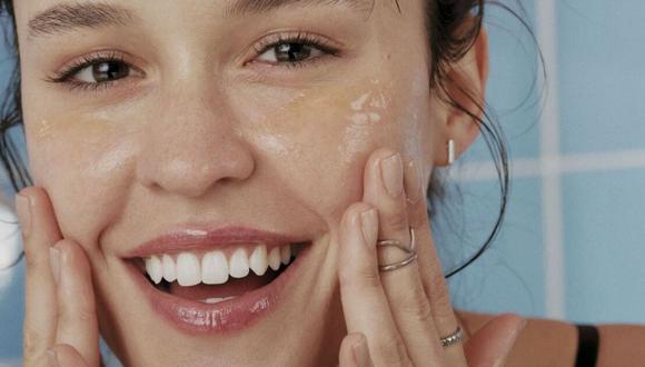 Limpia tu rostro dos veces al día. Hazlo con jabón de limpieza facial. (Foto: Pixabay)