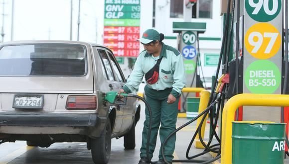 Según Petroperú, los precios de los combustibles en sus estaciones de servicio se encuentran en promedio entre S/. 0.94 y S/. 1.11 por galón. (Foto: GEC)