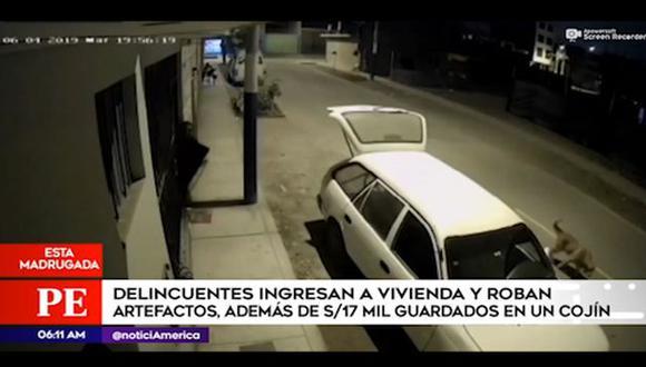 Cámaras de seguridad registraron esta madrugada el robo a una vivienda en San Martín de Porres. (Captura: América Noticias)