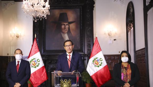 El presidente Vizcarra estuvo acompañado, en su pronunciamiento, por el primer ministro, Walter Martos, y la titular de Justicia y DD.HH., Ana Neyra. (Foto: Presidencia)