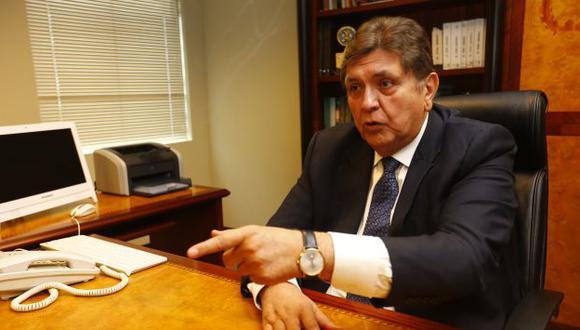 A través del Twitter, Alan García cuestionó también designación del contralor. (Andrés Cuya)