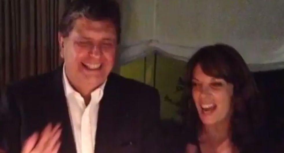 Alan García y Roxanne Cheesman (@cukiche)