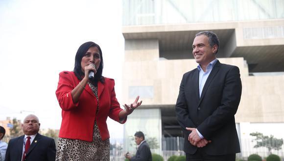 """""""Gracias, Ministra Flor Pablo, por su clara y decidida defensa de la educación que nuestro país necesita"""", indicó Del Solar. (Foto: Andina)"""