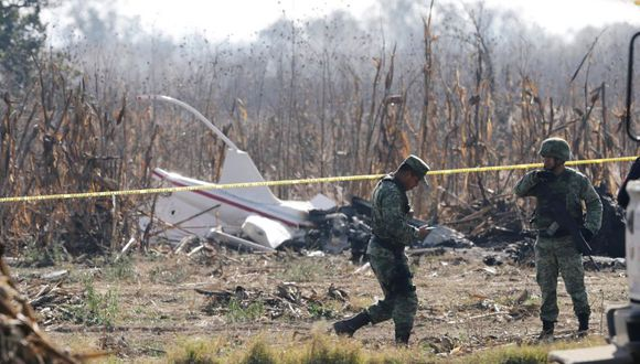 Autoridades informaron que el helicóptero cayó de forma invertida y que ya se recuperó una unidad de registro de datos del aparato. (Foto: Reuters)